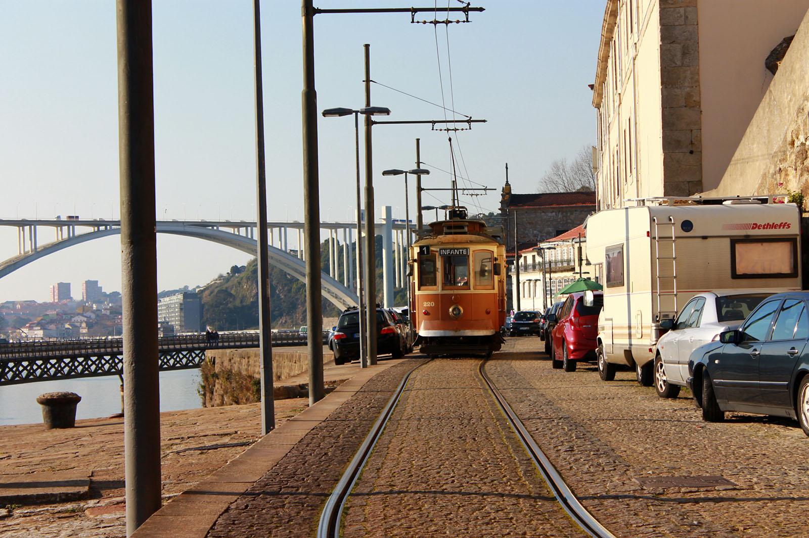 трамвай 1 в порту